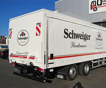 Goldbrunner Fahrzeugbau Soerensen Ladeborwand fuer Brauereiinsatz